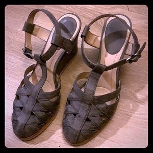 Beautiful Frye Gray Leather Sandals size 10